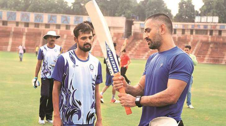 Shahbaz Nadeem with MS Dhoni