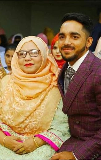 This picture was Mominul Haque shared on her social media account with his mother.