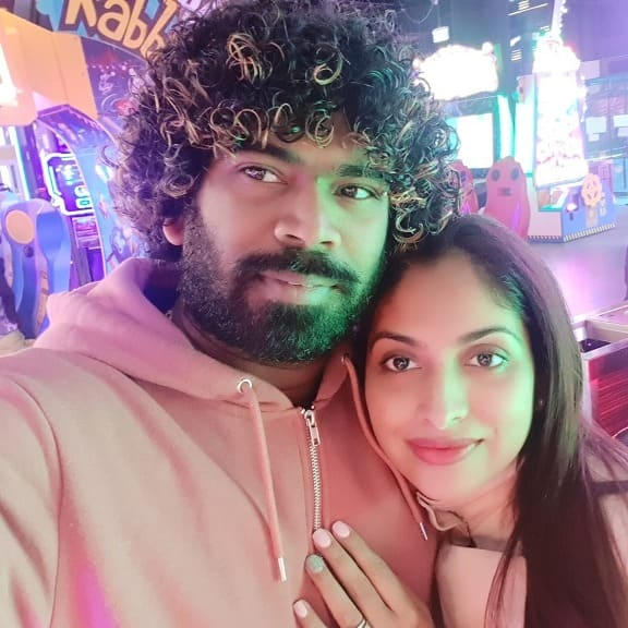 Beautiful selfie Photo of the Cricketer Lasith Malinga with his wife.