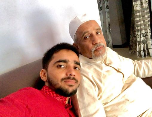 This picture has been shared by Bangladesh cricketer Mominul Haq on his social media account, in which he is seen with his father.