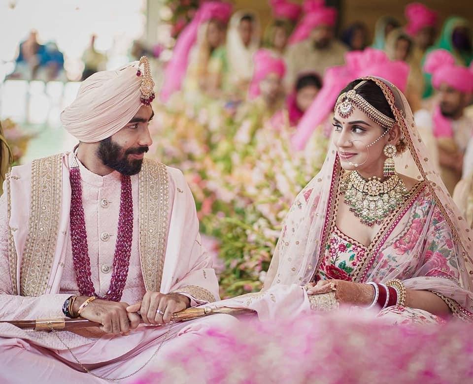 India's fast bowler Jasprit Bumrah married Sanjana Ganesan, shared photo on social media