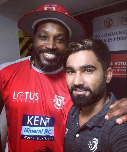 Rahul Tewatia with chris gayle