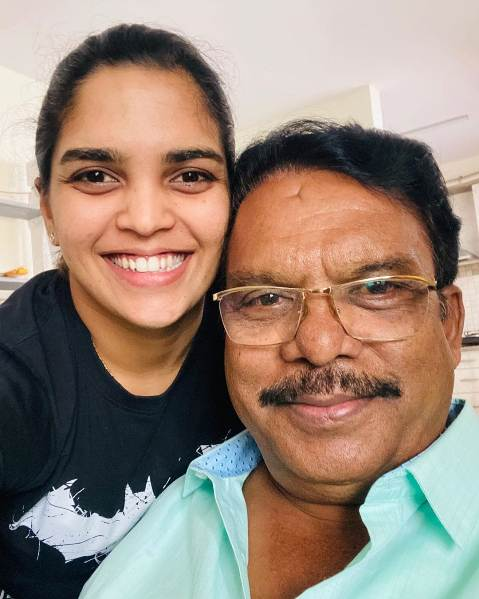 Veda Krishnamurthy with father