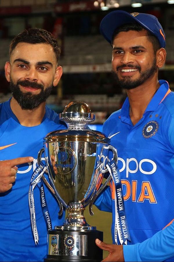 Shreyas Iyer and Virat Kohli Beautiful Pictures with Trophy.