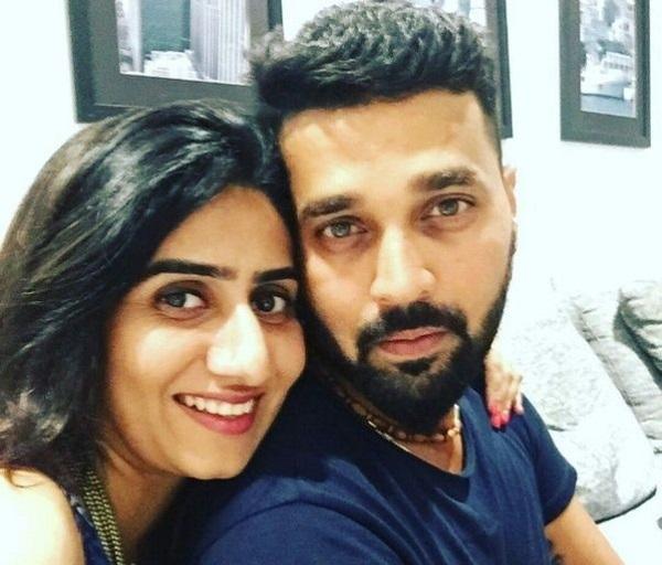 Murali Vijay with his wife